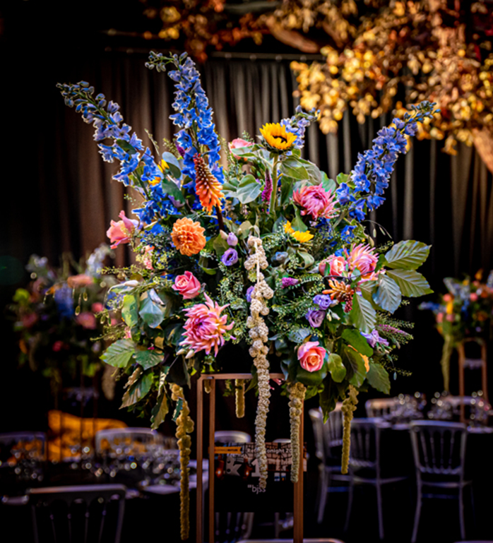 Floral arrangement in the Underglobe